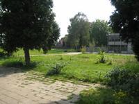 zicht op begraafplaats en voormailg terrein Schoolpad locatie Kapel Lindanusmavo