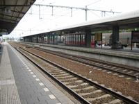 perron 3 richting Nijmegen en perron 2 richting Den Bosch en Amsterdam